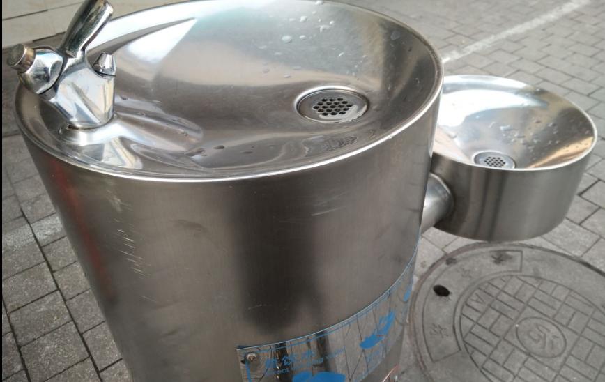 加快直饮水机安装 双管齐下护力饮水安全