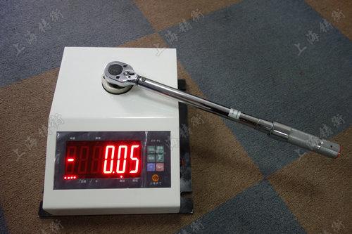 特殊定制的扭矩扳手检定仪图片